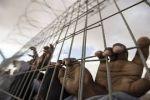 الاحتلال يُضيق الخناق على الأسرى المعزولين