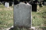 لهذا السبب دولة عربية تمنع النساء من دخول المقابر