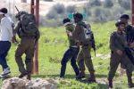 الاحتلال يعتقل (19) مواطناً من الضفة بينهم سيّدة