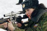 النساء العسكريات الروسيات على الدبابات