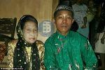 حب يجمع بين امرأة إندونيسية في الـ71 وصبي في الـ16 ويكلل بالزواج