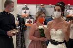 عروس تتجول بفستان الزفاف بحثا عن العريس