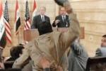 لا داعي أن نذكركم بمن ضرب بوش بالحذاء، الصحافي العراقي يعود للأضواء لكن هذه المرة ليس بحذائه