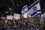 مستوطنون يتظاهرون للمطالبة بإغلاق قنوات فلسطينية