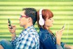 ما سر الأغنية التي تعلق برؤوسنا.. دراسة توضح فوائدها