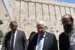 رئيس دولة الاحتلال يقتحم المسجد الابراهيمي بالخليل