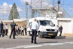 17 أسيراً بين مريض وجريح  في 'عيادة سجن الرملة' يواجهون أوضاعاً صحية صعبة