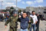 فيديو: جيش الاحتلال يعتقل 12 معتكفًا في المسجد الاقصى