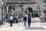الاحتلال يركب ممرات وحواجز حديدية جديدة الى جانب البوابات الالكترونية بالأقصى