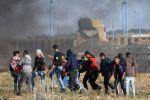 شهيد متاثرا بجراحه وعشرات الاصابات بمسيرات العودة في مختلف مناطق قطاع غزة