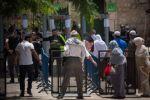 هل سيتم اخراج موظفي سفارة اسرائيل بعمان مقابل البوابات الإلكترونية بالأقصى ؟