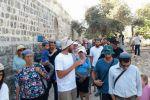 آلاف المستوطنين يقتحمون باحات المسجد الأقصى.. والفلسطينيون يتصدون لهم