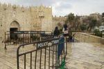 دم في الأقصى وإسرائيل تمنع الصلاة