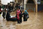 غزة تغرق بسبب المنخفض الجوي والفصائل الفلسطينية تحذر من كارثة