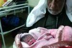 فلسطيني رزق بطفلة.. وعمره 92 عاماً