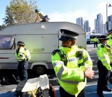 الشرطة البريطانية تعثر على 39 جثة في حاوية شاحنة والاشتباه بسائقها بارتكاب الجريمة