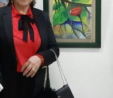 الفنانة نعيمة الحيمر .. فراشة تلون لوحاتها بالابتسامة والأمل ..