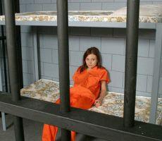 عاملتان في سجن بالإكوادور تحولانه إلى