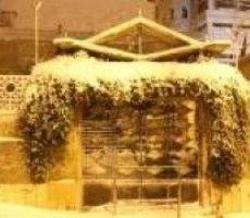انخفاض الحرارة واستمرار تساقط الثلوج
