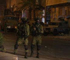 الاحتلال يقتحم مستشفى الشهيد ثابت ثابت ويطلق قنابل صوت داخلها