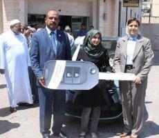 بنك القدس يسلم سيارة أوبل كورسا 2015 للفائزة من غزة وراتب بقيمة 500 دولار للفائز من بيت جالا