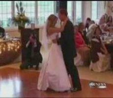 فيديو..فتاة مشلولة تفجر مفاجأة بالسير يوم زفافها