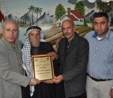 الخليل: نادي الأسير يكرّم عائلتي الأسيرين أبو ربيع وأبو تركي