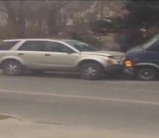 بالفيديو.. شاهد ما فعله قائد سيارة حين