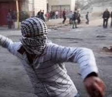 اصابات بالاختناق بالغاز المسيل للدموع في مخيم العروب