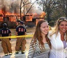 فيديو.. أمريكية تحرق منزل قاتل ابنتها وتقف لتلتقط صورا للذكرى