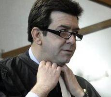 أستاذ فرنسي يخلع ملابسه بسبب حضور طالبة محجبة في فصله