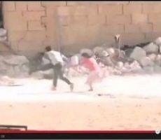 بالفيديو ..طفل سوري بطل ينقذ طفلة صغيرة من نار القناصة