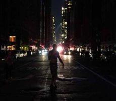 قلب نيويورك يغرق في 'ظلام دامس'