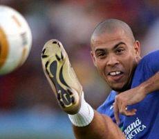 'الظاهرة البرازيلية' رونالدو يختار أفضل 5 لاعبين