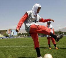 زوج قائدة منتخب إيران يمنعها من خوض بطولة