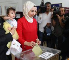 الانتخابات التركية: حالة ترقب مع بدء فرز الأصوات بعد 'إقبال مرتفع' على الاقتراع