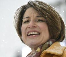 السيناتور إيمي كلوبوشار، خامس امرأة تعلن ترشحها لانتخابات الرئاسة الأمريكية 2020