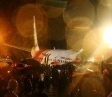مقتل 17 على الأقل في حادث طائرة هندية انشقت إلى نصفين
