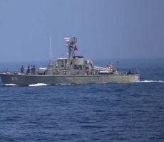 غرق أكبر سفينة تابعة للبحرية الإيرانية بعد اشتعال النيران فيها قرب خليج عمان