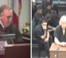 نوبة من الضحك تصيب قاضيًا أثناء استجوابه لعجوز مرحة