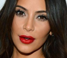 Kim Kardashian تتهم زوجها بالخيانة