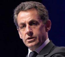 ساركوزي يحذر من انهيار أوروبا كأحجار 'الدومينو'
