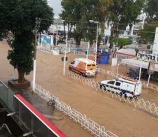 انقلاب سيارة في نهاريا جراء الفيضانات وفقدان آثار طفل