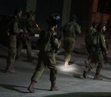 اعتقالات خلال اقتحامات واسعة في مناطق متفرقة بالضفة