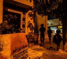الاحتلال يسلم عائلة الأسير الجريح محمد ريشه قرارا بهدم منزلها