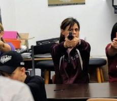 إدارة ترامب ستدرب المعلمين على حمل السلاح