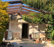 اليوم في 'طرعان': عائلة تهدم منزلها بأيديها