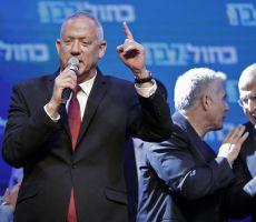 غانتس يجتمع اليوم مع عودة لبحث مسألة الائتلاف الحكومي الاسرائيلي