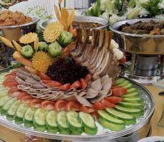 شاهد مأدبة عشاء الملك سلمان وضيوفه في افتتاح مهرجان