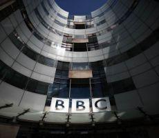 'بي بي سي' توبّخ أشهر مذيعيها بعد اتهامه لإسرائيل بقتل أطفال غزة